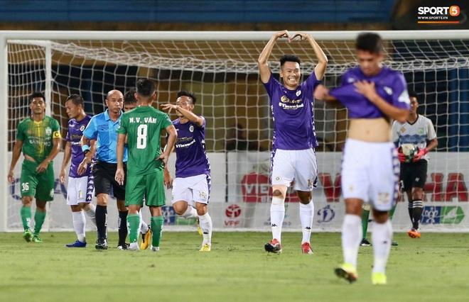 Quang Hải ghi bàn trong trận đấu vắng Huỳnh Anh trên khán đài - ảnh 3