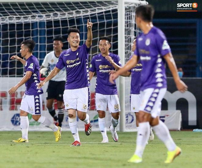 Quang Hải ghi bàn trong trận đấu vắng Huỳnh Anh trên khán đài - ảnh 5