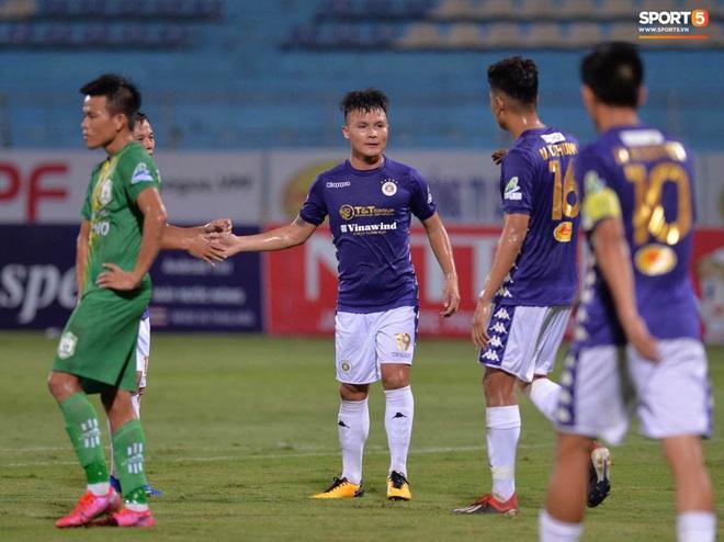 Quang Hải ghi bàn trong trận đấu vắng Huỳnh Anh trên khán đài - ảnh 2