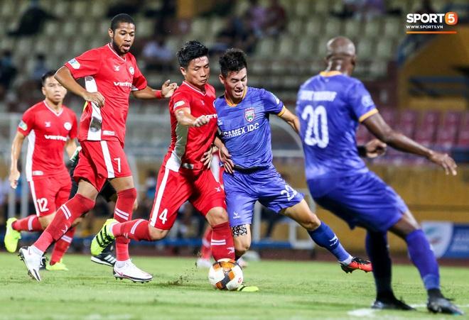 Đồng đội ghi 3 bàn trong 6 phút, Quế Ngọc Hải ăn mừng theo kiểu đấu võ - ảnh 5