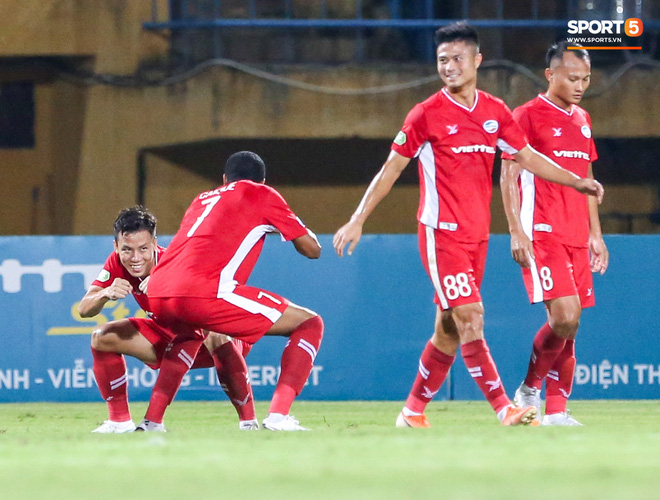 Đồng đội ghi 3 bàn trong 6 phút, Quế Ngọc Hải ăn mừng theo kiểu đấu võ - ảnh 2