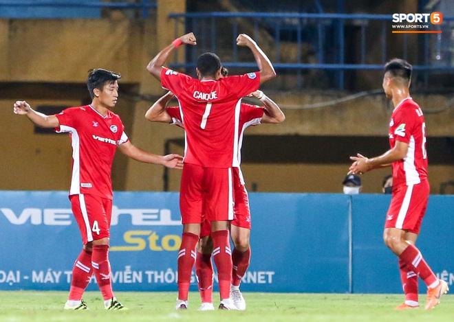 Đồng đội ghi 3 bàn trong 6 phút, Quế Ngọc Hải ăn mừng theo kiểu đấu võ - ảnh 3