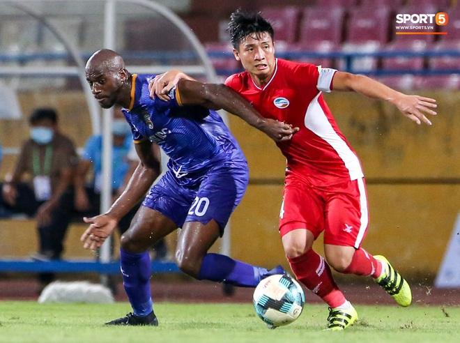 Đồng đội ghi 3 bàn trong 6 phút, Quế Ngọc Hải ăn mừng theo kiểu đấu võ - ảnh 6