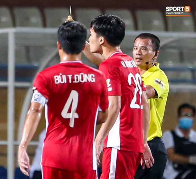 Tuyển thủ Việt Nam nóng mặt, đòi ăn thua với đội trưởng đối phương sau khi dính đòn đau - ảnh 3