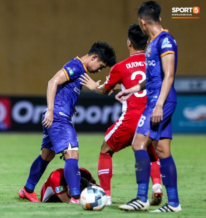 Tuyển thủ Việt Nam nóng mặt, đòi ăn thua với đội trưởng đối phương sau khi dính đòn đau - ảnh 5