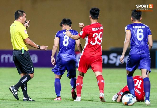 Tuyển thủ Việt Nam nóng mặt, đòi ăn thua với đội trưởng đối phương sau khi dính đòn đau - ảnh 6