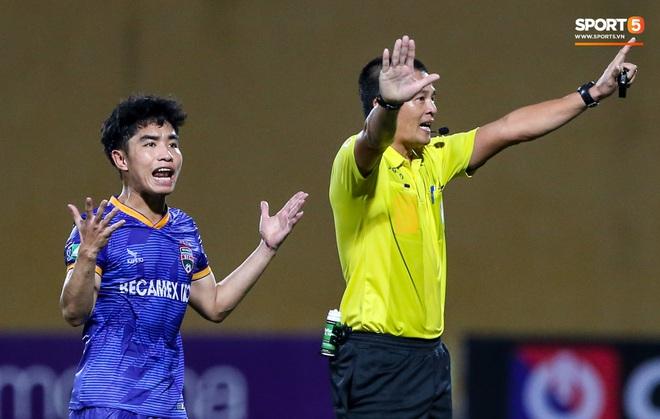 Tuyển thủ Việt Nam nóng mặt, đòi ăn thua với đội trưởng đối phương sau khi dính đòn đau - ảnh 8