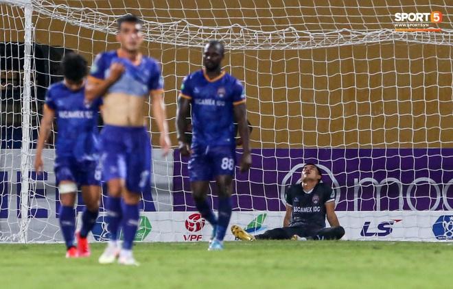 Đồng đội ghi 3 bàn trong 6 phút, Quế Ngọc Hải ăn mừng theo kiểu đấu võ - ảnh 9