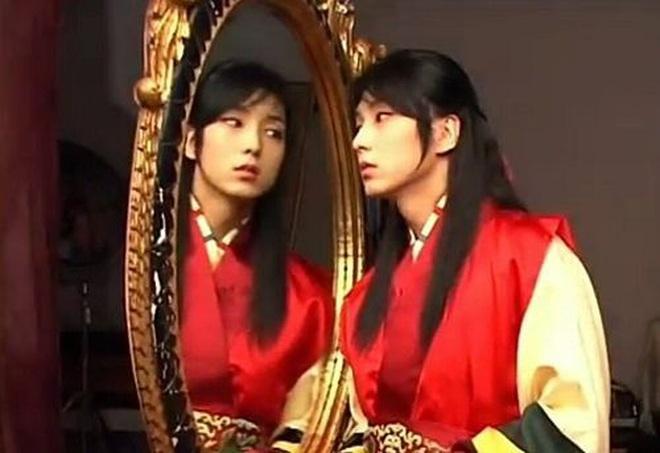 Huyền thoại King and the Clown sau 15 năm: Lee Jun Ki vẫn ở đỉnh cao nhan sắc, nam phụ thăng hạng ông hoàng phòng vé - ảnh 2