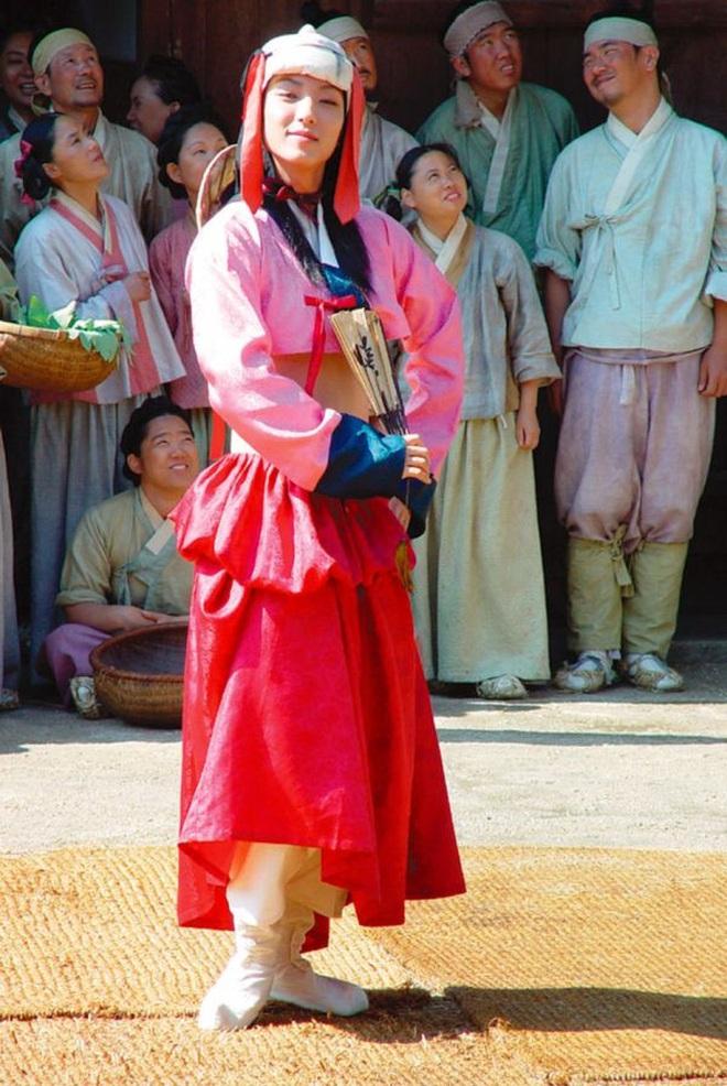 Huyền thoại King and the Clown sau 15 năm: Lee Jun Ki vẫn ở đỉnh cao nhan sắc, nam phụ thăng hạng ông hoàng phòng vé - ảnh 3