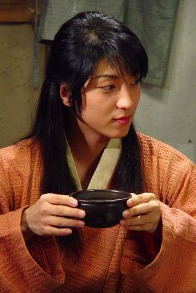 Huyền thoại King and the Clown sau 15 năm: Lee Jun Ki vẫn ở đỉnh cao nhan sắc, nam phụ thăng hạng ông hoàng phòng vé - ảnh 5