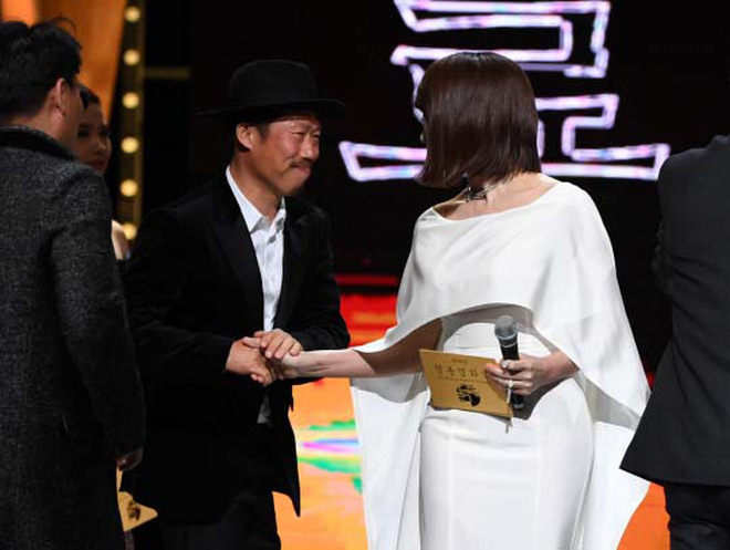 Huyền thoại King and the Clown sau 15 năm: Lee Jun Ki vẫn ở đỉnh cao nhan sắc, nam phụ thăng hạng ông hoàng phòng vé - ảnh 25