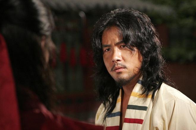 Huyền thoại King and the Clown sau 15 năm: Lee Jun Ki vẫn ở đỉnh cao nhan sắc, nam phụ thăng hạng ông hoàng phòng vé - ảnh 26