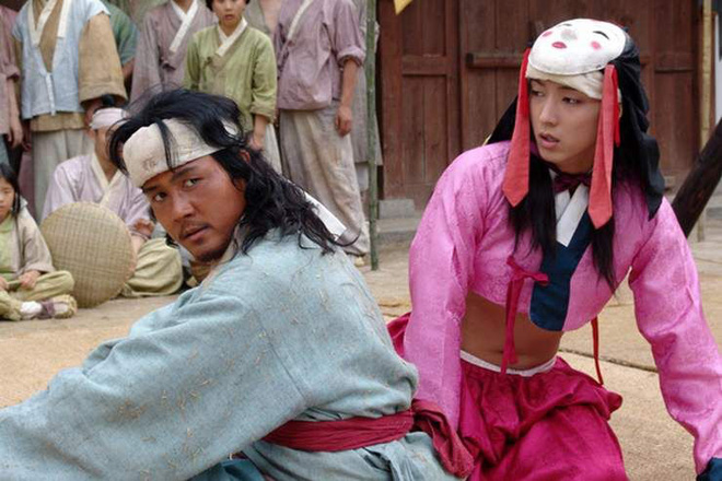 Huyền thoại King and the Clown sau 15 năm: Lee Jun Ki vẫn ở đỉnh cao nhan sắc, nam phụ thăng hạng ông hoàng phòng vé - ảnh 27