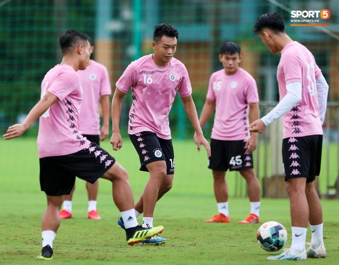 Trung vệ hiếm có của bóng đá Việt sẵn sàng làm tiền đạo để phá lưới Bùi Tiến Dũng - ảnh 3