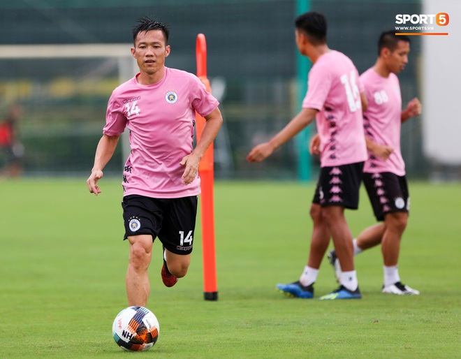 Trung vệ hiếm có của bóng đá Việt sẵn sàng làm tiền đạo để phá lưới Bùi Tiến Dũng - ảnh 6