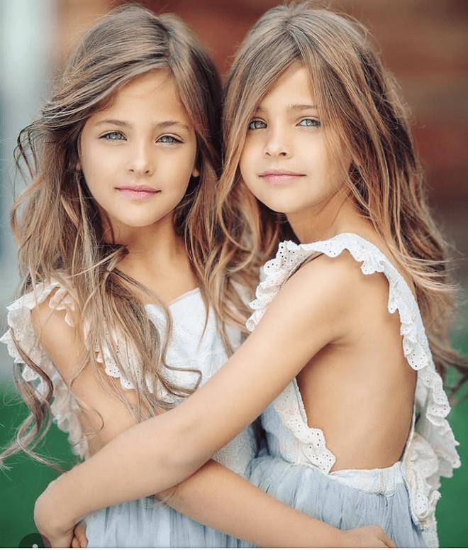 Cặp song sinh được mệnh danh đẹp nhất thế giới, 6 tháng tuổi đã nhận hợp đồng quảng cáo có ngoại hình thay đổi ra sao sau 10 năm? - Ảnh 8.