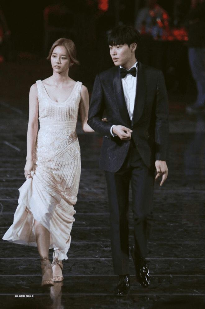 Knet đào lại khoảnh khắc thòng tim của cặp đôi Reply 1988 Hyeri - Ryu Jun Yeol, lúc này hẹn hò rồi mà không ai hay! - ảnh 2