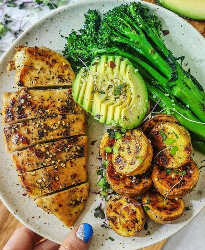 Ăn tối không đúng cách dễ gây béo phì, phù cơ thể: 3 bí quyết sau đây giúp bạn ăn tối ngon mà không lo tăng cân - ảnh 3