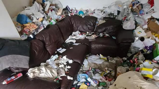 Ngôi nhà khiến cả nước Anh bàng hoàng vì bẩn hơn cả bãi tập kết rác công cộng - Ảnh 1.