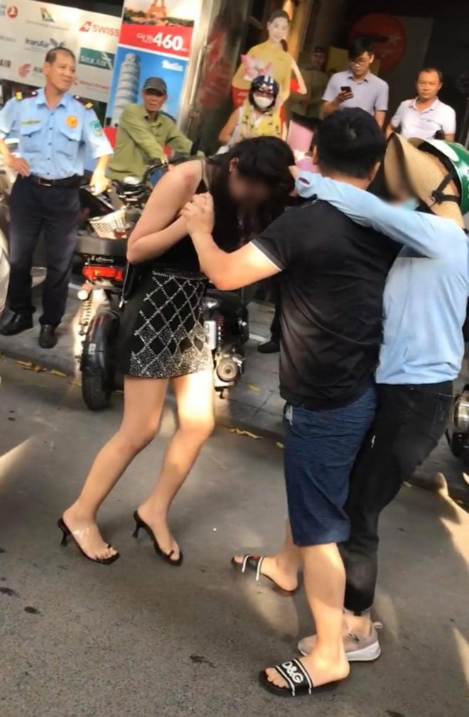 Cộng đồng mạng liên tục chia sẻ chân dung cô tiểu tam bị đánh ghen trên phố Lý Nam Đế - ảnh 1