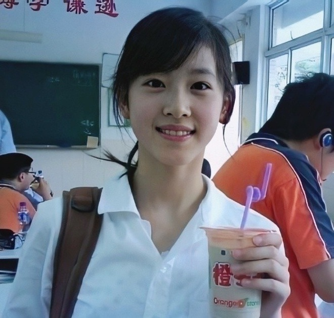 Dân mạng Trung Quốc phát sốt vì hot girl trà sữa Thái Lan, không giấu giếm mình là người chuyển giới - ảnh 1