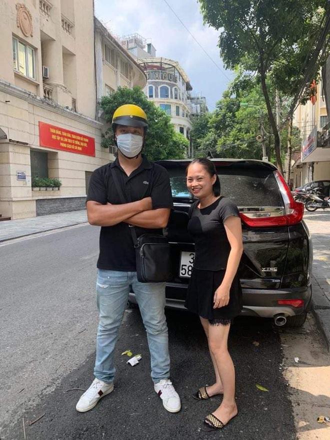 Chàng trai chạy xe ôm chiếm trọn spotlight trong clip đánh ghen trên phố Lý Nam Đế: Chị vợ nhờ mình vượt lên chặn đầu xe LX 570 và quay lại sự việc - Ảnh 2.