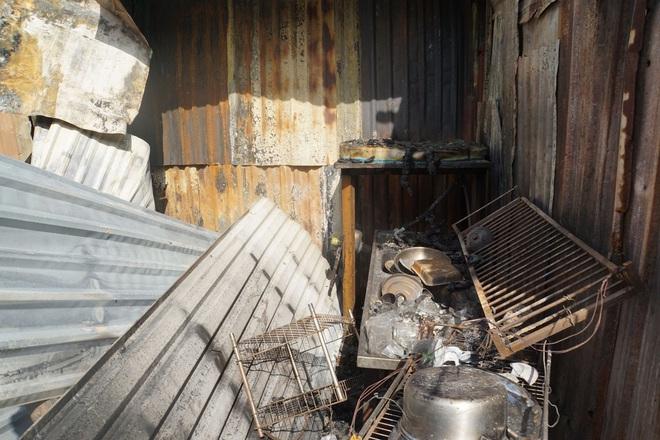 Dãy nhà trọ ở Sài Gòn sụp đổ trong biển lửa, nhiều gia đình nghèo bật khóc vì tài sản bị thiêu rụi - ảnh 8
