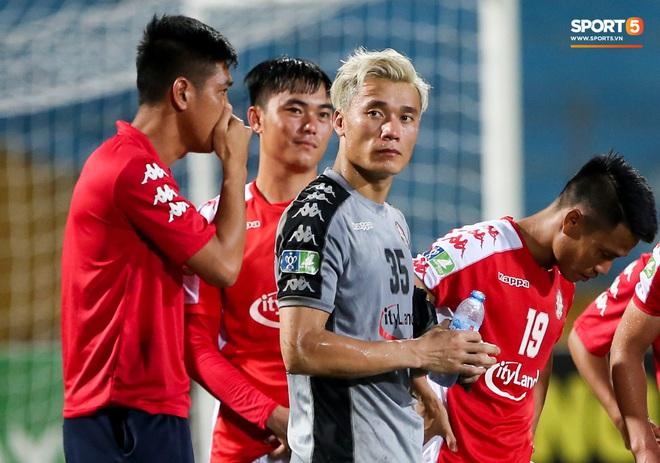 Bùi Tiến Dũng xử lý khiến cầu thủ Hà Nội FC tẽn tò nhưng không che lấp nổi ngày thảm hoạ - ảnh 10