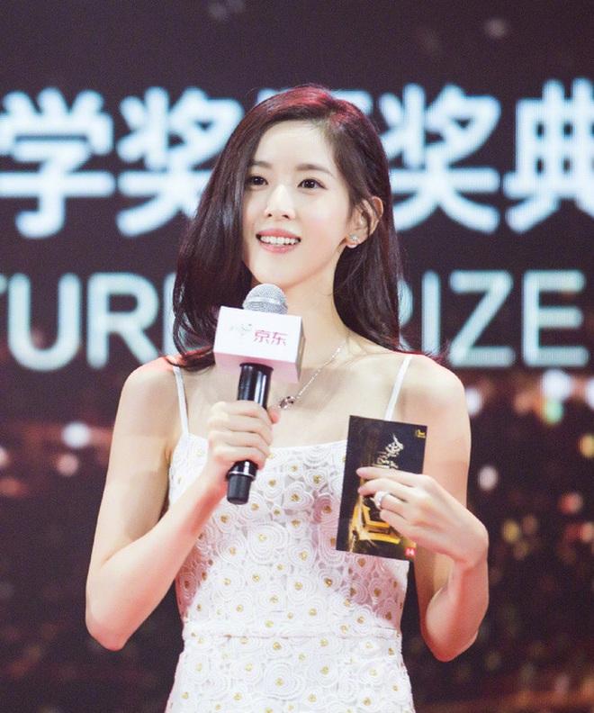 Dân mạng Trung Quốc phát sốt vì hot girl trà sữa Thái Lan, không giấu giếm mình là người chuyển giới - ảnh 2