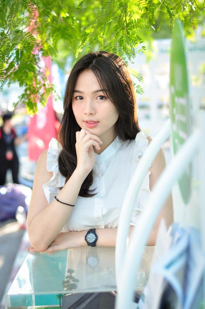 Dân mạng Trung Quốc phát sốt vì hot girl trà sữa Thái Lan, không giấu giếm mình là người chuyển giới - ảnh 19