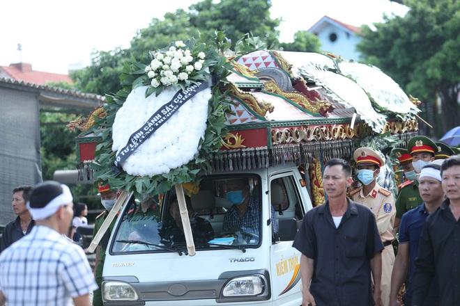 Vụ tài xế xe khách tông tử vong chiến sĩ CSCĐ: Phát hiện 1,6 tấn hàng lậu trên xe - ảnh 2