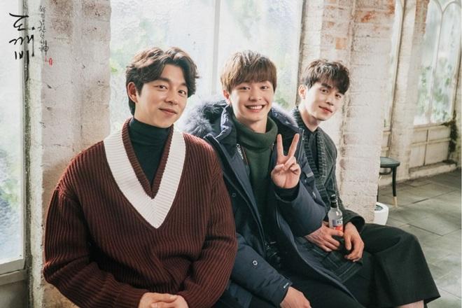 Knet phát sốt vì clip nam idol Kpop trong quân ngũ, hoá ra nam thần chực chờ chiếm spotlight của Gong Yoo - Lee Dong Wook năm nào - ảnh 9