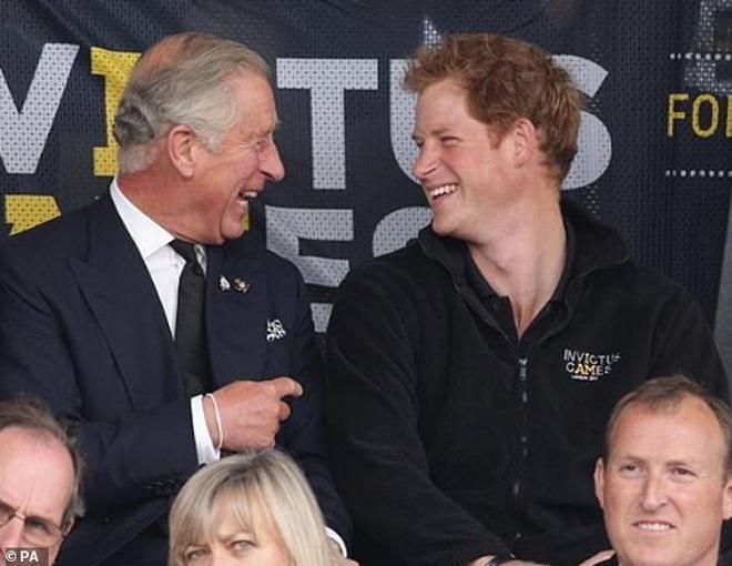 Harry lặng lẽ đón sinh nhật tuổi 36 nhưng tâm điểm chú ý lại nằm ở động thái của Hoàng gia Anh vì sự trùng hợp đến ngỡ ngàng - ảnh 3