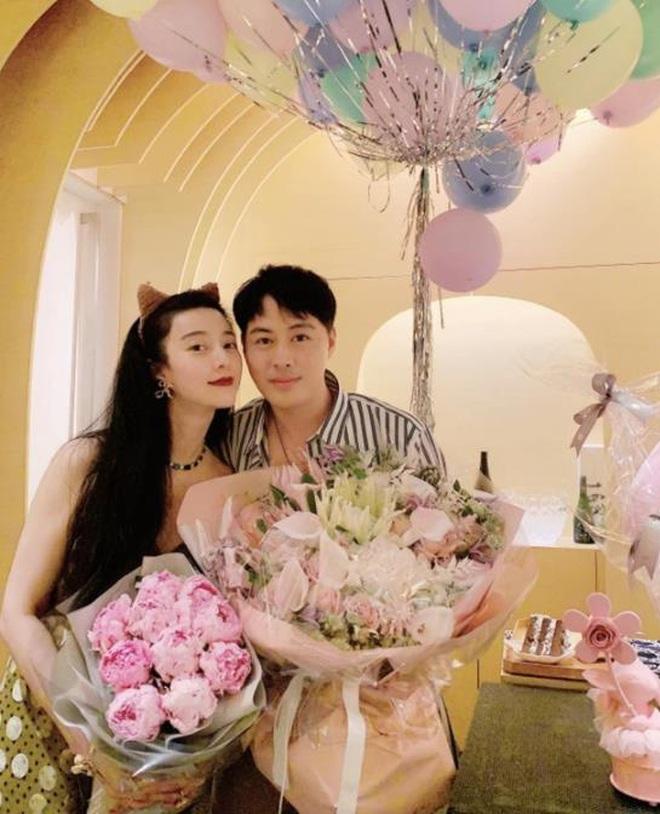 Sau nghi vấn tỏ tình Lý Thần, Phạm Băng Băng rạng rỡ đón sinh nhật, mặc váy rộng cố ý che vòng 2 làm rộ nghi vấn bầu bí - ảnh 3