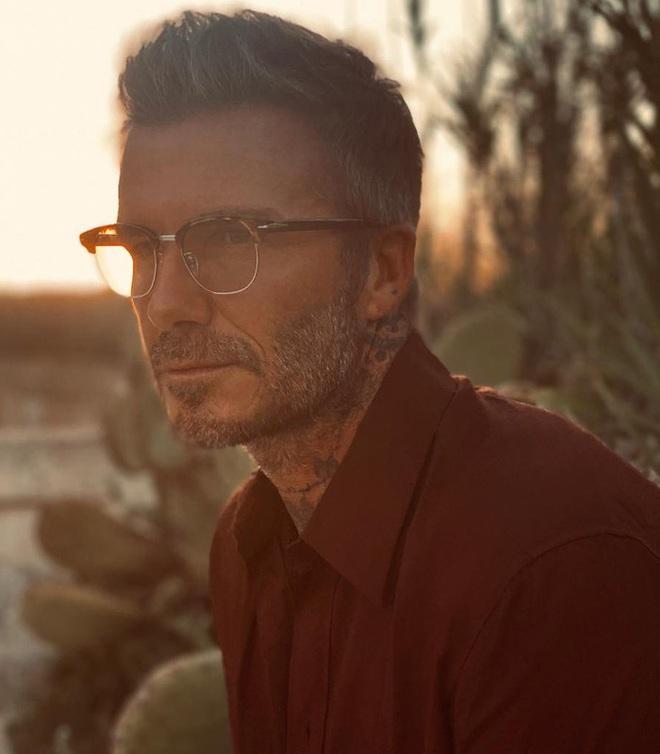 Đăng ảnh ở tuổi 45 do chính cậu cả Brooklyn chụp, David Beckham khiến các fan điên đảo vì vẻ nam tính khó cưỡng - ảnh 1