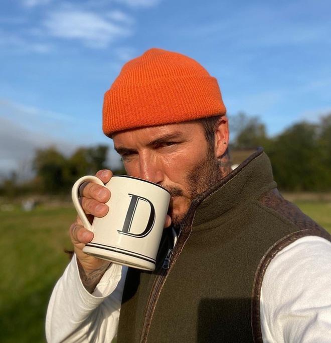 Đăng ảnh ở tuổi 45 do chính cậu cả Brooklyn chụp, David Beckham khiến các fan điên đảo vì vẻ nam tính khó cưỡng - ảnh 2