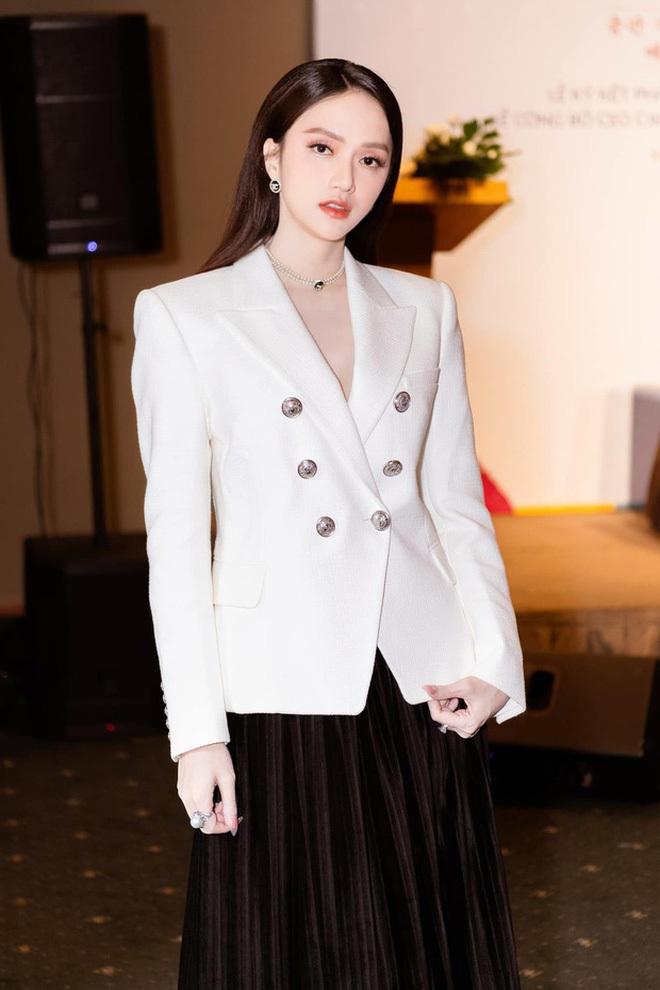 Netizen gào thét vì Hương Giang mặc vest giấu quần táo bạo, biến Ngọc Trinh thành nữ phụ trong một khung hình - ảnh 8