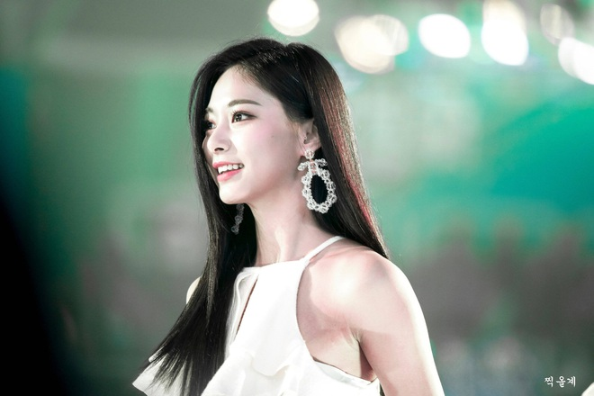 Dân tình phát cuồng vì bộ ảnh team qua đường bóc nhan sắc thật của nữ thần Kpop được tôn lên hàng đẹp nhất thế giới - ảnh 9