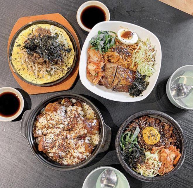 Thường xuyên bị... tào tháo rượt, tăng 10kg kể từ lúc làm food blogger: Ăn Sập Sài Gòn không hề sướng như mọi người nghĩ - Ảnh 1.