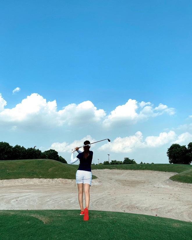 So ảnh gái xinh mặc bikini với khi lên đồ chơi golf: Dáng chuẩn, eo thon thì mặc hở kín gì cũng đẹp mê - ảnh 18