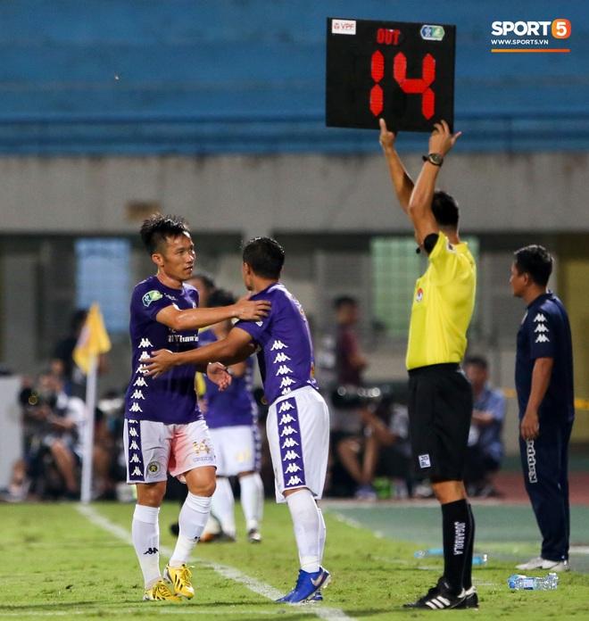 Cựu tuyển thủ Việt Nam chảy máu ướt đẫm quần khiến tất cả hốt hoảng ngày Hà Nội FC đại thắng - ảnh 5