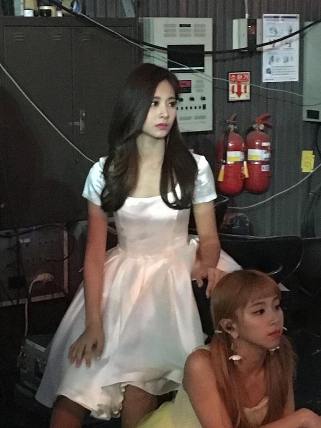 Dân tình phát cuồng vì bộ ảnh team qua đường bóc nhan sắc thật của nữ thần Kpop được tôn lên hàng đẹp nhất thế giới - ảnh 5