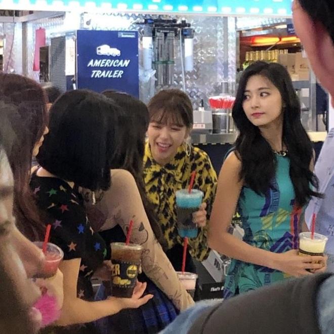 Dân tình phát cuồng vì bộ ảnh team qua đường bóc nhan sắc thật của nữ thần Kpop được tôn lên hàng đẹp nhất thế giới - ảnh 4