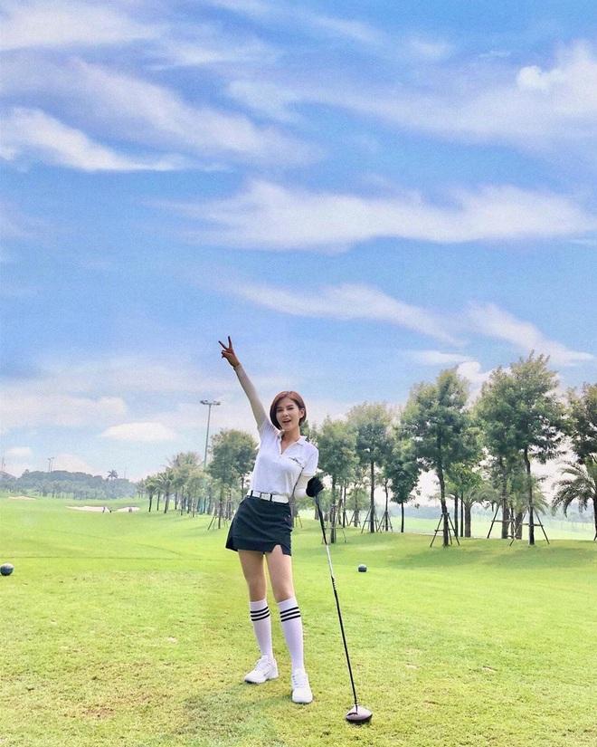 So ảnh gái xinh mặc bikini với khi lên đồ chơi golf: Dáng chuẩn, eo thon thì mặc hở kín gì cũng đẹp mê - ảnh 16