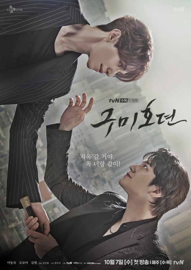 Đối đầu căng thẳng hồ ly Kim Bum trên poster Tale of the Nine Tailed mà nhìn đầu tóc Lee Dong Wook vẫn như đi lạc từ Goblin? - ảnh 1