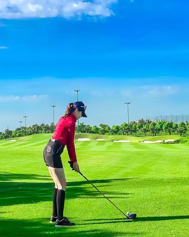 So ảnh gái xinh mặc bikini với khi lên đồ chơi golf: Dáng chuẩn, eo thon thì mặc hở kín gì cũng đẹp mê - ảnh 11