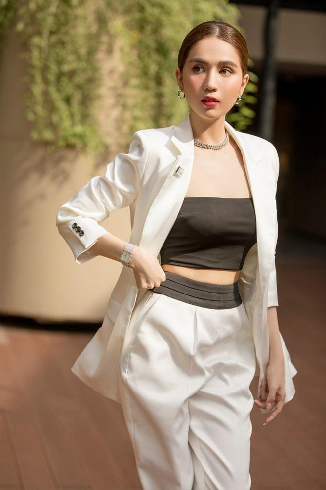 Netizen gào thét vì Hương Giang mặc vest giấu quần táo bạo, biến Ngọc Trinh thành nữ phụ trong một khung hình - ảnh 7