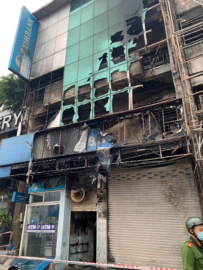 Bắt khẩn cấp nghi phạm gây cháy chi nhánh ngân hàng Eximbank cùng nhà dân ở Sài Gòn - ảnh 2