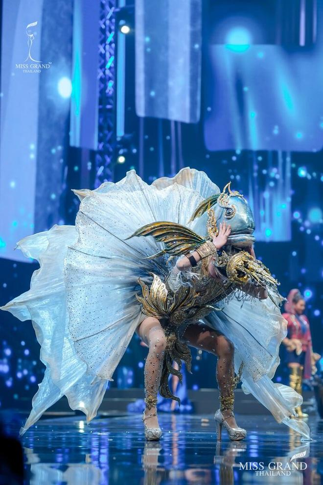 MXH náo loạn vì quốc phục có 1-0-2 tại Miss Grand ThaiLand 2020: Hết chợ nổi, bưởi da xanh đến... xương khủng long đem hết lên sân khấu - ảnh 13